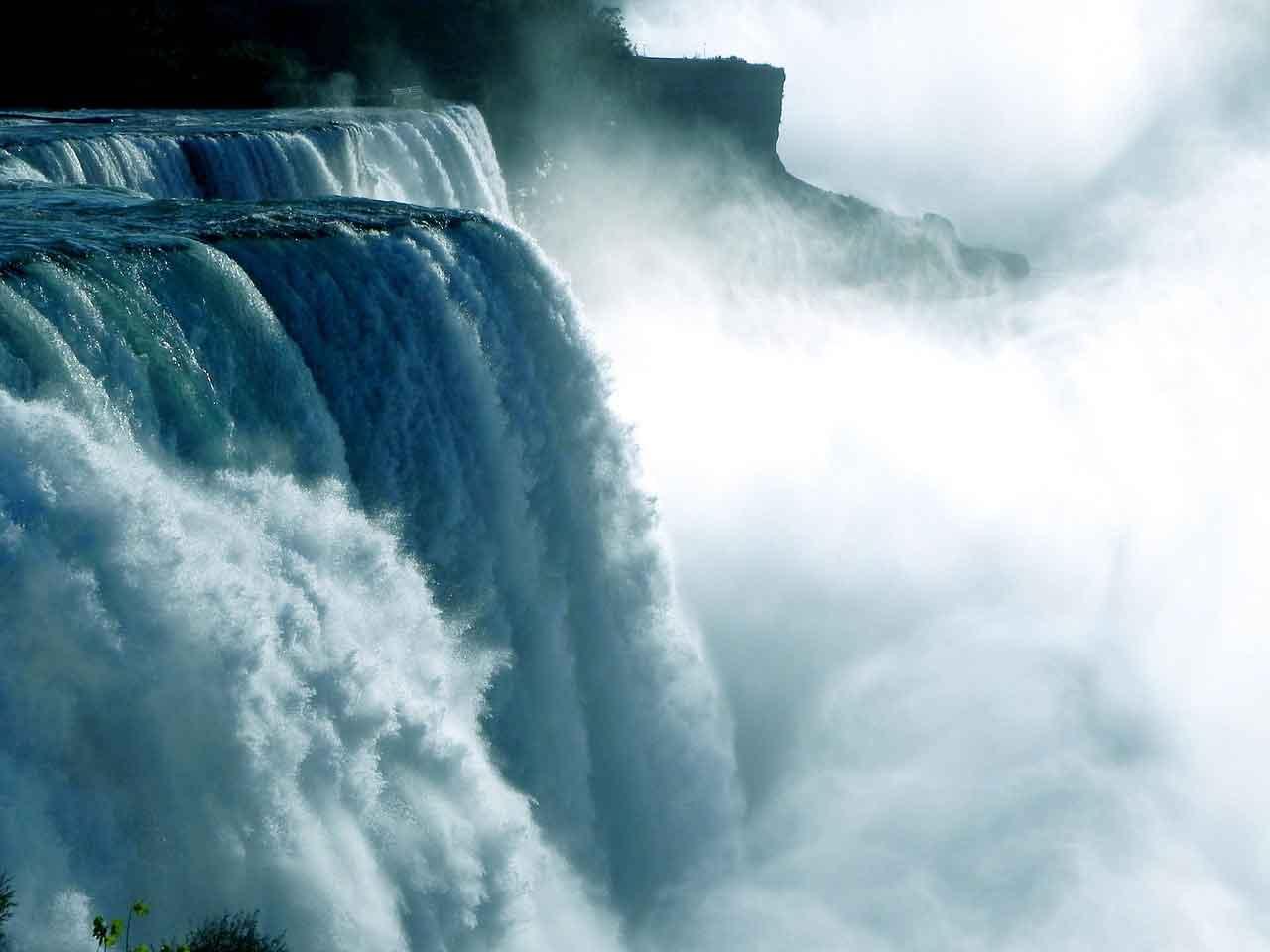 Waterfall - Poromoko la Maji